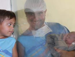 Papai André feliz com a chegada da Isabela