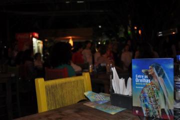 """Lançamento do livro """"Entre as Orelhas - Histórias de Parto"""", em Porto Alegre."""