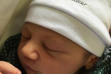 ALICE curtindo colo de sua mãe; parto humanizado; parto respeitoso