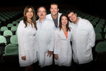 Dra. Avelina Sanches é a primeira à esquerda.