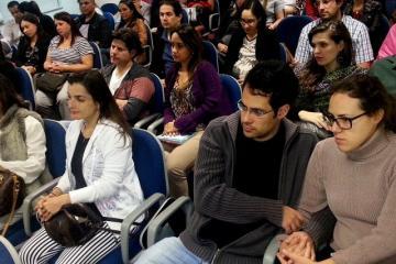 Auditório lotado no 'Curso de Preparação para o Parto Humanizado'.