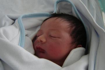 Ian Carvalho Páschoa, filho de Valéria e Eduardo. Nasceu com Dr, Marco Aurélio Valadares.